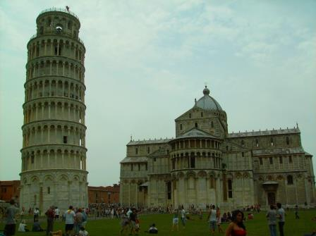 Vista sobre a torre sineira e a abside da catedral