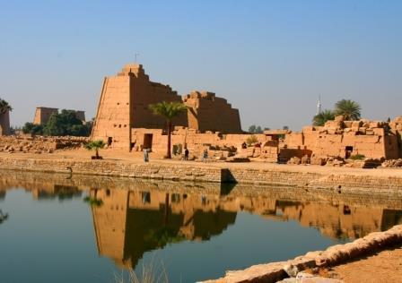 1 Parte das ruínas do templo de Amon e do Lago Sagradoweb