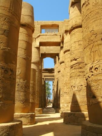 Sala Hipóstila do Templo de Amon, outrora com 134 colunas papiriformes.