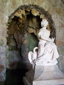 Quinta da Reagleira Gruta de Leda