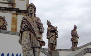 Profetas do escultor Aleijadinho, principal representante da estética barroca no Brasil.